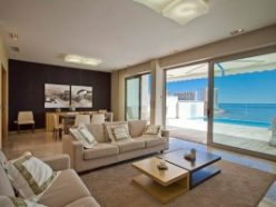 Characteristics that define a luxury real estate property in 2015